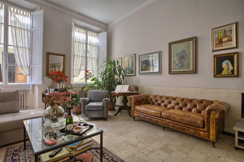 Salone dell'Hotel personalizzato con dipinti realizzati del proprietario dell'Hotel