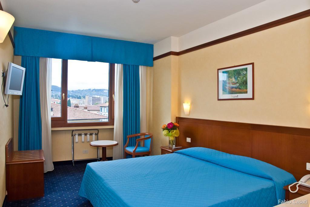 Camera Matrimoniale Hotel con vista sulle colline