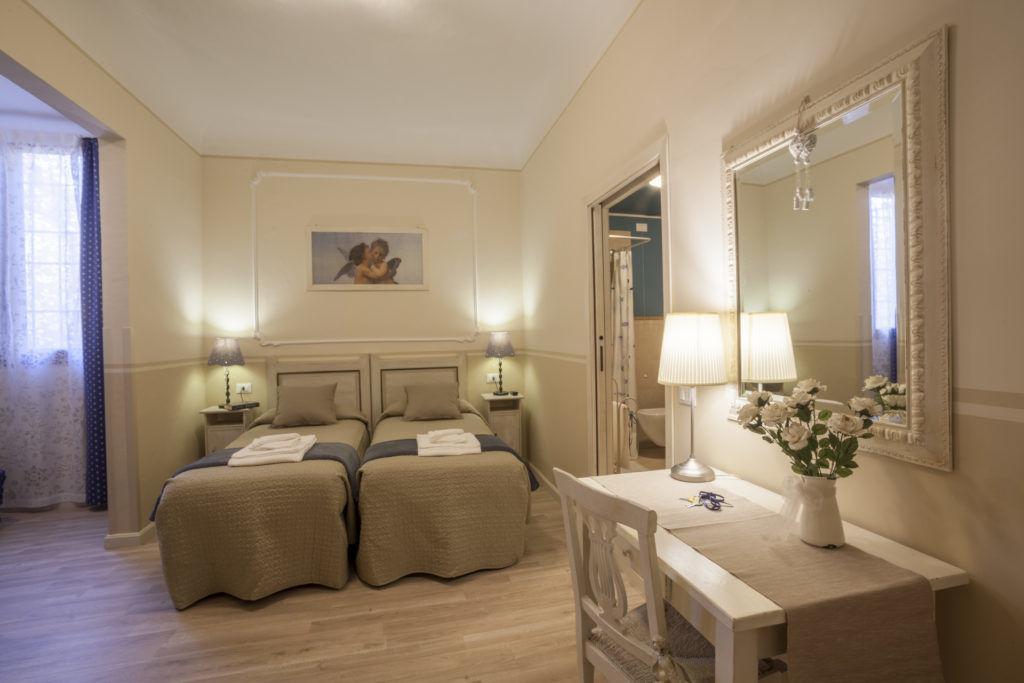 Camera di un Hotel fotografato per Booking.com